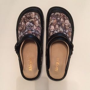Cat Lovers!😻 Alegria Seville Meow Nonslip Clogs